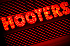 Hooters (sniggie) Tags: hooters breastaurant chain franchise neonsign nightphotography restaurant sign signage