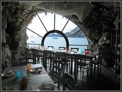 Ristorante vista mare. (Maulamb) Tags: ristorante sedie tavoli grotta