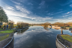 A winters walk (gopper) Tags: walk riverthames thames gloucestershire wiltshire oxfordshire uk british river swindon clear sunny winter january 2018 flickr ngc lock boat boats tree trees nikon d7100 landscape sigma 1020mm