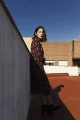 Vida sobre tejados (Tania Cervián) Tags: seleccionar woman roof city sky portrait feelings composition ligh light shadows taniacervianphotography