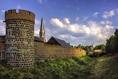 Zons, Stadtmauer (FBK1956) Tags: mühle stadtmauern 2013 deutschland nrw zons