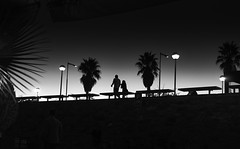 Couple (elgunto) Tags: playa barcelona bogatell people street night nightlife streetphotography monochrome silhouettes blackwhite bw walk paseo couple sonya7 sonyfe55mm18