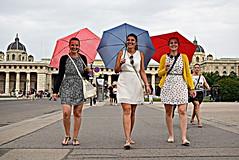 Happiness (Roi.C) Tags: street people women candid umbrella walking vienna austria nikond5300 nikkor nikon hdr beautifulwoman outdoor