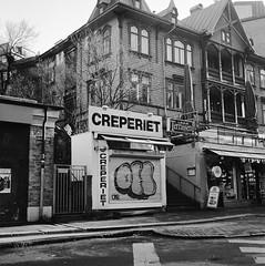 creperiet (rotabaga) Tags: sverige sweden göteborg gothenburg svartvitt blackandwhite bw bwfp lomo lomography lubitel166 tmax400 twinlens linnéstaden
