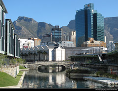 Gateway Canal, Cape Town, South Africa (JH_1982) Tags: victoria alfred waterfront va table bay harbour harbor skyline highrises skyscrapers buildings cityscape urban city mountain tafelberg montaña mesa montagne 桌山 テーブルマウンテン столовая cap città capo 開普敦 ケープタウン 케이프타운 кейптаун كيب تاون south africa rsa za südafrika sudáfrica afrique sud sudafrica 南非 南アフリカ共和国 남아프리카 공화국 южноафриканская республика جنوب أفريقيا cape town kaapstad kapstadt cabo ciudad gateway canal kanal