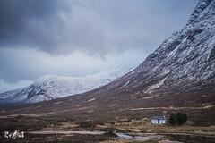 Cottage at Glencoe (Scotland) (Renate van den Boom) Tags: 02febuari 2018 architectuur bergen europa glencoe grootbrittannië huis jaar landschap maand natuur renatevandenboom rots schotland seizoenen winter