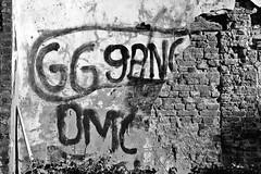 GG gang (just.Luc) Tags: letters lettres graffiti wall muur mur mauer mechelen malines belgië belgien belgique belgica belgium vlaanderen flandres flanders bn nb zw monochroom monotone monochrome bw bricks bakstenen briques europa europe