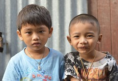little buddies (the foreign photographer - ฝรั่งถ่) Tags: two boys friends buddies pals khlong lat phrao portraits bangkhen bangkok thailand nikon d3200