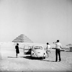 Egypt - Film Vintage (Photo Alan) Tags: film filmcamera filmscan film120 egypt filmvintage vintage vintagecamera blackwhite blackandwhite car people