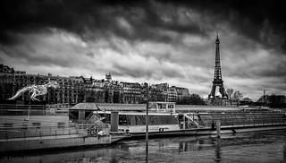 Menace sur la Tour Eiffel