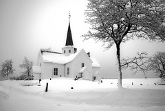 Norwegian church (Explored) (steffos1986) Tags: nature landscape church blackwhite nikond800 nikon2880af graveyard norge norway norwegen noruega expression snow winter cold ice frost frozen explore countryside trees white blackandwhite monochrome farmland hillside hill turism travel