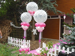 ballonpilaren met heliumballon er tussen