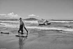 Brasilien 2017-18 Itapirubà Fischer 8 (rainerneumann831) Tags: brasilien itapirubà strand meer fischer boot bw blackwhite blackandwhite ©rainerneumann