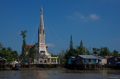 IMGP2591 Church on the river (Claudio e Lucia Images around the world) Tags: vietnam mekong mekongdelta delta people water river bath pentax acqua barca pentaxk5 pentax18135 boat lifeontheriver albero cielo church buildings