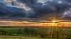 Aus den Wolken muss es fallen, aus der Götter Schoß das Glück, und der mächtigste von allen Herrschern ist der Augenblick (Friedrich Schiller) (ralfkai41) Tags: bäume trees natur landscape landschaft sun sonne sonnenuntergang fields sunset outdoor nature feld wolken clouds goldenhour goldenestunde