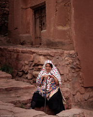 5DSL4421 (qlin zhang) Tags: abyaneh iran isfahan karkas mountain natanz safavid ancient anthropological architectural building red travel trip uniform village