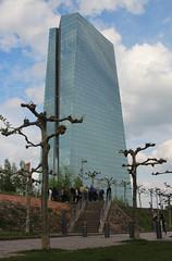 EZB. (universaldilletant) Tags: frankfurt hochhaus skyscraper ezb ecb european central bank europäische zentralbank architektur bäume stadtführung