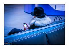 la belle inconnue (Hélène Baudart) Tags: nikon femme portrait inconnue bleu chapeau blue