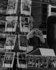 Kiosko (Andriy Trachuk - tak14x) Tags: tak14x madrid monocromático kiosko chica postales llaveros esperar retrato portrait blancoynegro girl canon canon600d sigma18200 sigma fotografomadrid fotografo photographer photographymadrid photography photomadrid instantanea