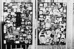 Urban candid. (35mm)   Kosmo Foto Mono 100. (samuel.musungayi) Tags: film 35mm 24x36 135 pellicule pelicula argentique analog negativo negative négatif scan mono monochrome photography photographie fotografia life light candid samuel musungayi noir blanc black white et kosmo foto 100 urban street rue rua rotterdam géométrique illustration peinture noiretblanc blackandwhite samuelmusungayi