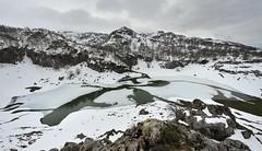Lago Bricial Picos de Europa (tiatordos) Tags: picosdeeuropa bricial lago asturias montaña nieve