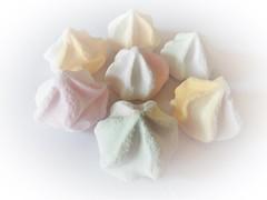 Baiser (Hannelore_B) Tags: macro lebenmittel food süsigkeiten sweets baiser meringue onpurewhite smileonsaturday