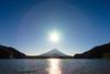 Overhead Sun (BoXed_FisH) Tags: sony1635mmvariotessartfef4zaoss sonyzeiss1635f4oss asia fujisan kawaguchiko lake landscape mountfuji mountain mtfuji sel1635z shoji shojiko sony sonya7 sonyzeiss travel volcano wide wideangle minamitsurugun yamanashiken japan jp water sun sunray ring
