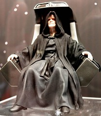 2017-Star Wars Emperor Palpatine Statue by Artfx at SDCC-01 (David Cummings62) Tags: sandiego ca calif california comiccon con david dave cummings 2017 starwars movie movies statue emperorpalpatine artfx