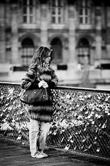 Leila Martinod (dufour_l) Tags: 100mm 2012 cadenasdamour candid canon eos5dmarkii europe everybodystreet femmes france objectifstandard pontdesarts portrait regardsparisiens streetphotography