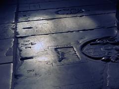 [-] (pienw) Tags: grave gravestone oudekerk amsterdam