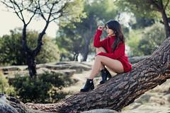 Lucía - 5/5 (Pogdorica) Tags: modelo sesion retrato posado chica sexy morena lucia pantano rojo campo bosque