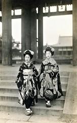 Hiroko and Komomo 1920s (Blue Ruin 1) Tags: maiko apprenticegeisha kyomaiko kyotoapprentice geiko geisha hikizuri trailingkimono temple kyoto japanese japan showaperiod 1920s postcard hiroko komomo
