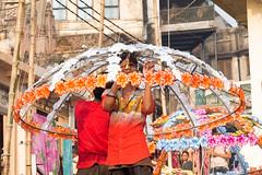 Delicatesse .. Varanasi .. (geolis06) Tags: geolis06 asia asie inde india uttarpradesh varanasi benares gange ganga pelerin pilgrim pelerinage pilgrimage hindu hindou offering dévotion prière bénares ghat fleur flower banaras