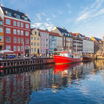 Buildings, architecture, boats and reflections along the Nyhavn thumbnail