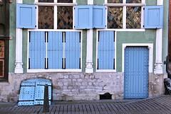Burgerhuis Het Paradijs # 1 (just.Luc) Tags: mechelen malines house huis haus maison gotiek gothic gothique blue blauw bleu blau azul windows ramen fenster fenêtres vensters luiken shutters door deur porte tür facade façade gevel