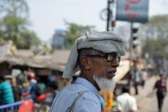 Peering around (sanat_das) Tags: kolkata jorabridge oldman peeringaround portrait streetphotography d800 50mm