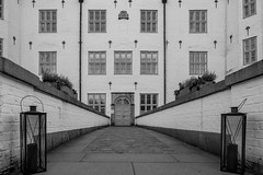 Schlosseingang (p.schmal) Tags: olympuspenf ahrensburg schloss schlosseingang