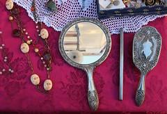 Beauté éternelle (E£ena) Tags: ancientness mirror brosse miroir trieste beauty reflexo reflex canon