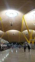 (sftrajan) Tags: madrid spain españa airport barajas barajasairport aeropuerto aeropuertoadolfosuárezmadridbarajas terminal4 antoniolamela richardrogers luisvidal arquitectura contemporaryarchitecture 21stcentury аэропорт
