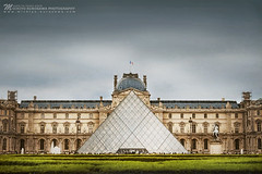 Louvre Pyramid (Michiyo Photo) Tags: france louvre pyramid louvrepyramid paris glass grass tourist travel holiday trip history modernity modern admire respect sublime construction structure