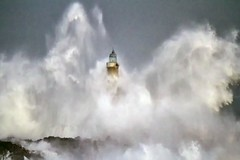 Mar cantabrico (michel h2) Tags: islademouro faro waves sea lighthouse mouro cantabria santander