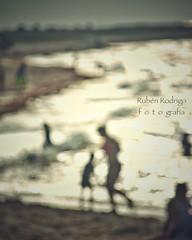 Bright (Mister Blur) Tags: blur desenfoque blurtiful beach scene playa bright love sisal yucatán méxico bokeh surfers song james snapseed nikon d7100 rubén rodrigo fotografía grainsoflight granosdeluz