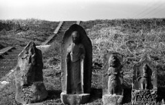 Statues by the riverbank (odeleapple) Tags: leica lllf elmar 5cm f35 kodak tmax 100 kodaktmax100 film monochrome stone statue riverbank