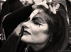 P2210561 (Giovanni Meniconi) Tags: toscana tuscany italia italy arte artista ragazza girl giovannimeniconi giovanni meniconi trucco makeup persone costume ritratto portrait primopiano biancoenero blackandwithe olympus olympuse500