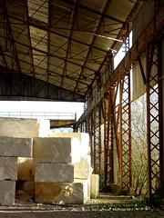 Les Lourdines (Esteban 86360) Tags: leslourdines lourdines mignéauxances migné auxances vienne poitou france abandon decay rusty crusty hangar friche urbex carrière calcaire pierre roche