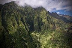Kauaii, Jurassic Parc (akarakoc) Tags: kauaii jurassic parc fujinon fujifilm xt1 xf1655 green landscape waterfall clouds rain helicopter light nature jungle forrest deep