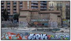 Torre del Fang, St. Martí de Provençals (Barcelona, el Barcelonès) (Jesús Cano Sánchez) Tags: elsenyordelsbertins fujifilm xq1 enunlugardeflickr catalunya cataluña catalonia barcelones barcelona santmarti torre tower masia catalanfarmhouse ruines ruinas ruins grafiti graffitti