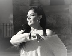 Te tengo que cantar (Felipe Sérvulo) Tags: mujer chica muchacha portrait baile flamenco rumba olé retrato rostro