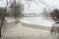 Les chutes de la rivière Nicolet (guysamsonphoto) Tags: guysamson sonyalpha7rmkiii rokinon50mmf14 rivière river rivièrenicolet rivièreduquébec victo victoriaville neige snow hiver winter brume fog