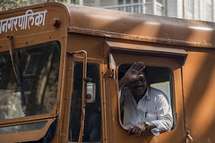 Ciao... (Renato Pizzutti) Tags: india mumbai ciao saluto autista camion nikond750 renatopizzutti